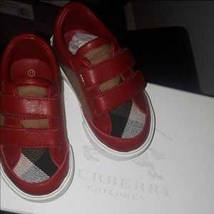 Burberry infant shoe